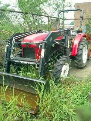 Allied model 3004 4X4 diesel tractor w/ koyker loader