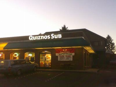 average gross sales for the top 25% bracket, middle 25% bracket, and bottom 25% bracket of all franchised convenience Quiznos Restaurants Section I – Background Information Following numerous closings and bankruptcy, a restructured Quiznos is finding a hopeful future on the international front, pushing for 1, international locations.